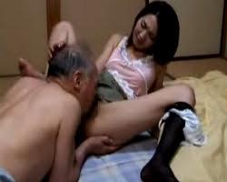 (ナカ出し)美人妻の黒ストッキングに包まれた足を必死にナメるお爺ちゃん(エックスビデオs)