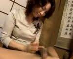 抑え切れない性的欲求を抱えながら下宿を営む五十路熟女 里中亜矢子