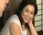 未亡人五十路熟女と二人の息子 岩崎千鶴
