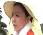 寺島志保 農作業中に半ケツで失禁してしまった巨尻母