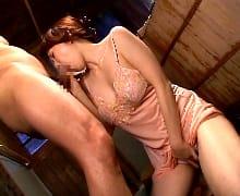 四十路の素人女性の無料jyukujyo動画。義父の逞しいペニスに疼く四十路嫁の濡れた割れ目