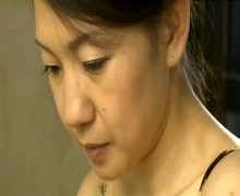 【熟女  垂れ乳  色気】垂れ乳の熟女の無料jukujyo動画。卑猥な色気がムンムン漂う垂れ乳四十路熟女の狂った性生活