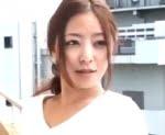 隣の大学生で性欲処理をする四十路団地妻 村上涼子