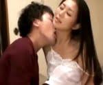 匂い立つような女の色気を放つ四十路母と夢中で絡み合う息子 北川美緒