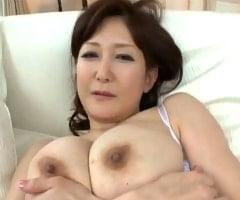 【妖艶 動画】おぉ…凄っげぇ!エロティシズムを掻き立てる妖艶な53歳人妻の成熟した垂れ乳