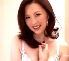 【四十路無料動画】ド変態の匂いがプンプンする艶めかしい四十路熟女-山口智美
