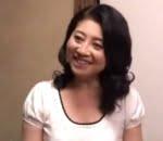 五十路母の割れ目がはみ出しそうなビキニ姿 吉永静子