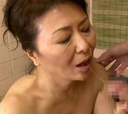 十年ぶりの男根の味…息子との禁断SEXに溺れていく還暦熟女 松岡貴美子