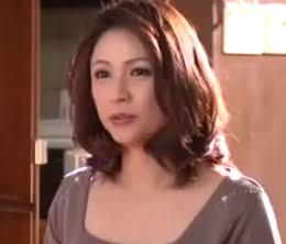 泊まった上司の家で四十路奥さんと衝撃的な筆おろしを体験した童貞青年 松嶋友里恵