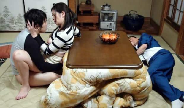 五十路熟女と家族の性行為  大嶋しのぶ