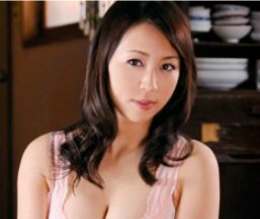 若い工員を美貌と四十路の熟れた肉体で夢中にさせる町工場の社長夫人 華山美玲
