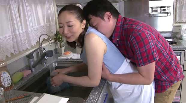 緒方泰子 朝立ち息子と母の母子相姦
