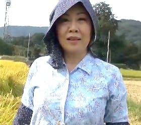 田舎に泊まろう!旦那の要望で他人棒を受け入れる決意をする米農家の還暦人妻 浦野明美61歳