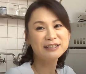 おばさんシャブッてくれよ 48歳友人の母へ膨れ上がったペニスを突き出す青年 星野友里江