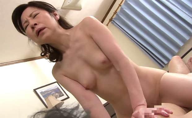 秋田富由美  女装癖の息子と六十路母の近親相姦