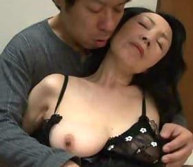 夫とも息子とも全力でまぐわう還暦人妻の異常な性欲 峯岸深雪