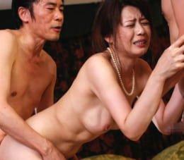 愛する義理息子の為に親戚に輪姦される美しく悲しき未亡人 三浦恵理子