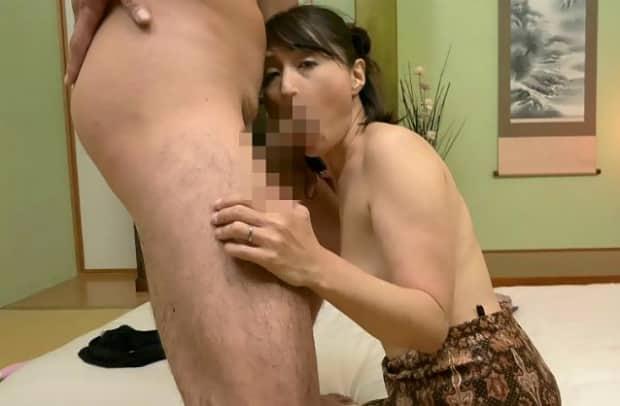 大人しく地味な五十路人妻が淫靡な女に変貌していく初撮りドキュメント