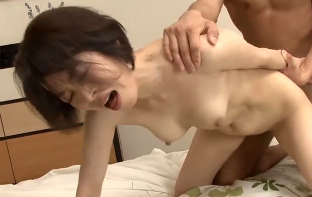 藍川京子 美肌ボディの55歳熟女と息子の中出し近親相姦