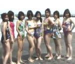 熟女の海水浴大乱交エロ動画