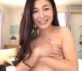 感度抜群な五十路美魔女のガチで乱れまくる初撮りドキュメント 大宮涼香50歳