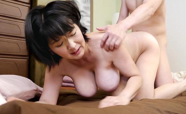 上島美都子 爆乳巨尻が息子を圧倒する五十路熟女の近親相姦