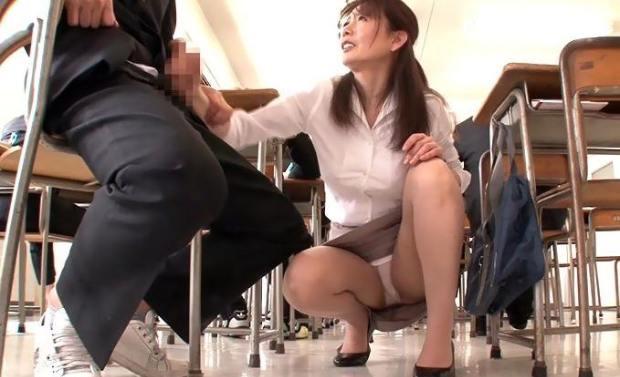 三浦恵理子 熟女教師と生徒の淫行SEX