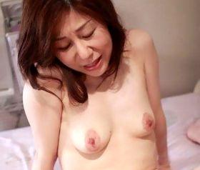 五十路母を奪い合う二人の息子の異常な親子関係 安藤瑠美