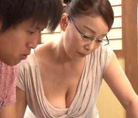 童貞浪人生へ女の味を教えるおばさん家庭教師の官能的授業 青井マリ
