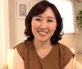初撮り 孫が生まれても女として枯れたくない五十路熟女 桧山えつ子(52)