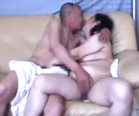 肉塊ボディが暴れる素人還暦夫婦の生々しいセックスドキュメント