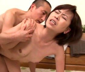 五十路叔母の家の泊まった甥っ子の性体験 高坂紀子