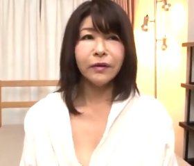 初撮り 10年溜め込んだ淫欲を他人棒にぶつける五十路人妻 神谷朱音(52)