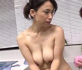 ムチムチに熟れた四十路母の肉体が性の対象になった思春期の息子