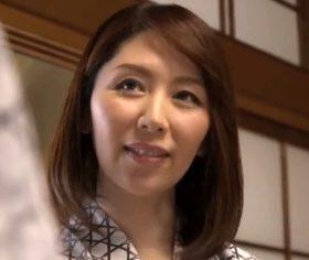 父親に嫉妬する息子の異常愛を受け入れた五十路母 翔田千里