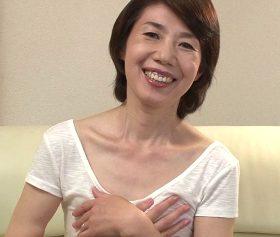 完熟した貧乳ボディを痙攣させ他人との性行為の陶酔する還暦人妻 瀬川志穂60歳