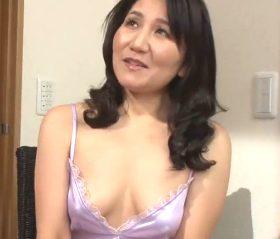 ハァハァと切なげに漏れ出る甘い吐息が悩ましい五十路熟女の初撮り 川崎杏子51歳