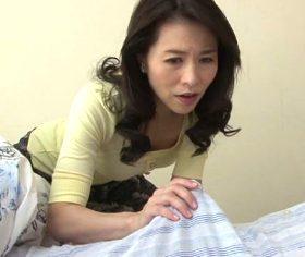 四十路母の乾いていたおまんこを湿らせる息子の朝勃ち 井上綾子