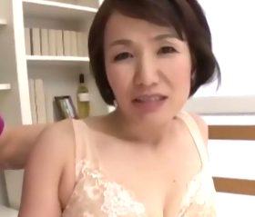 初撮り 夫しか男を知らない綺麗に熟れた還暦熟女 内原美智子60歳