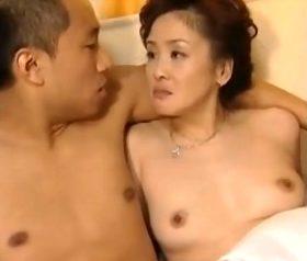 五十路熟女と男子校生の爛れた淫行 ヘンリー塚本