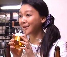 酔いがまわり四十路の色気が噴出した上司の奥さんにムラムラ…内田美奈子