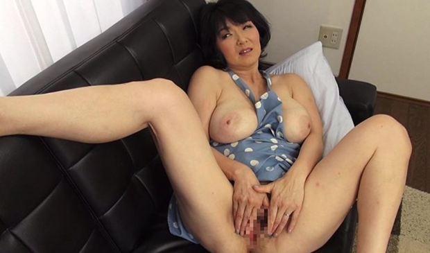 上島美都子 裸エプロンの五十路熟女