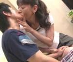 高垣美和子 息子に女を教える母親のキス