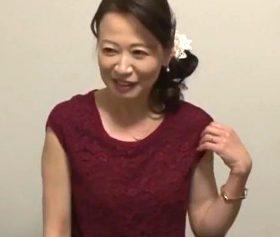補正下着フェチの変態客に口説き落とされていく56歳レンタル家政婦