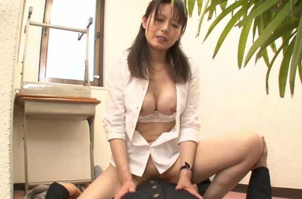 三浦恵理子 40代の女教師が内緒で付き合う教え子