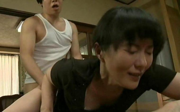 円城ひとみ 義理息子と後妻の母の情事