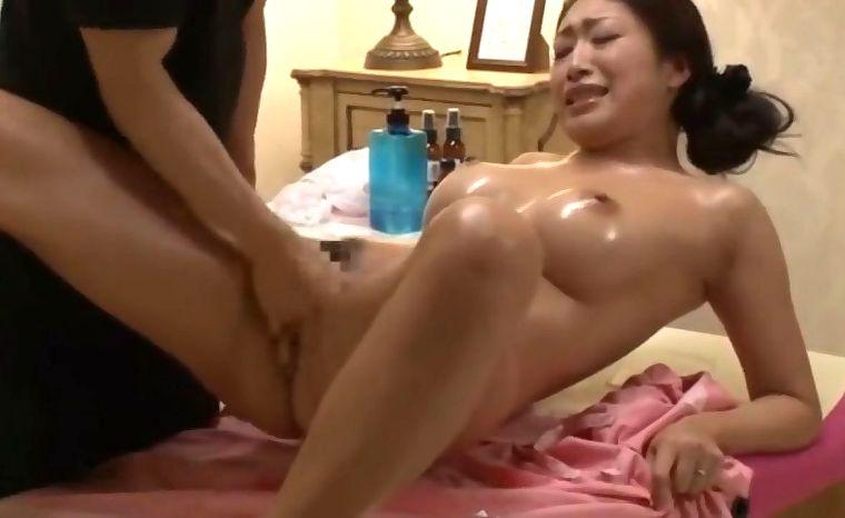 小早川怜子 熟女の痙攣潮吹きエステマッサージ