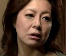 病的な性欲を持つ義理息子にヤラれて全身痙攣する後妻の母親