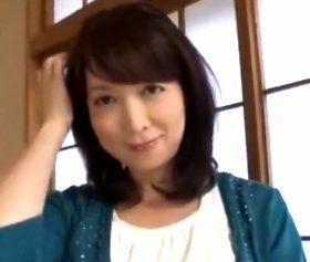 奇跡の美しさを保つ色白美肌の五十路美魔女 真矢志穂(50)