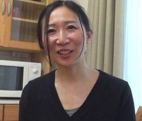白い美肌と素人感がいやらしい五十路熟女の中出しハメ撮り 野田やすこ(52)
